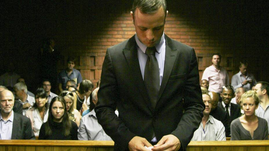 O velocista sul-africano Oscar Pistorius é julgado durante audiência em tribunal de Pretória, nesta quinta-feira (21)