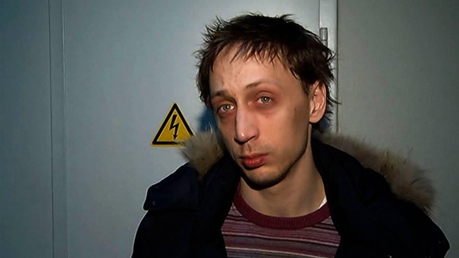 Solista Pavel Dmitrichenko responde à perguntas depois de sua prisão. Dmitrichenko confessou ter planejado ataque com ácido que quase cegou o diretor artístico Sergei Filin fora de seu apartamento em Moscou, Rússia