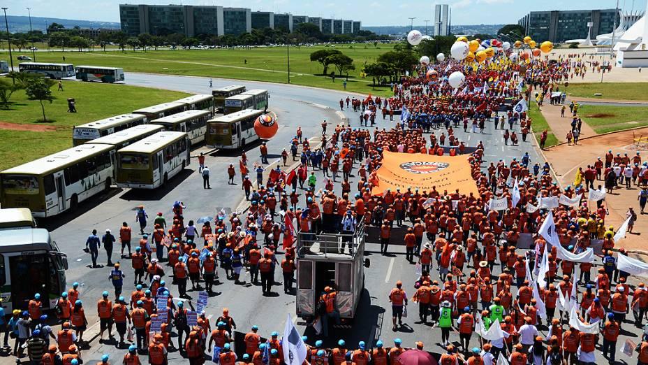 Manifestantes participam nesta quarta-feira (6) da 7ª Marcha a Brasília