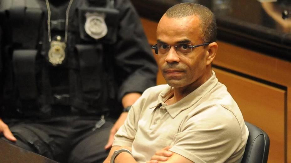 O traficante Fernandinho Beira-Mar durante julgamento no Tribunal de Justiça do Rio de Janeiro nesta terça-feira (12)