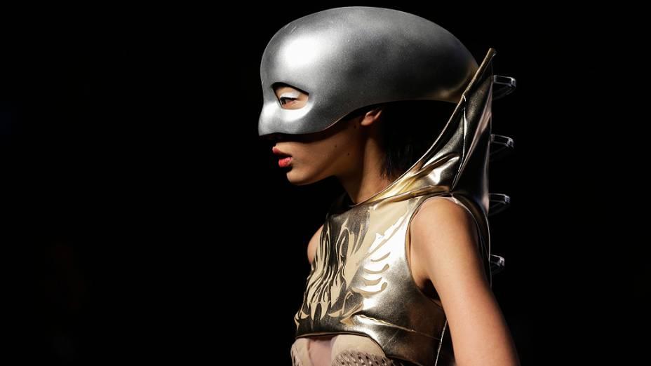 Modelo se apresenta para 21º Prêmio Internacional de Jovens Designer de Moda, durante China Fashion Week, em Beijing