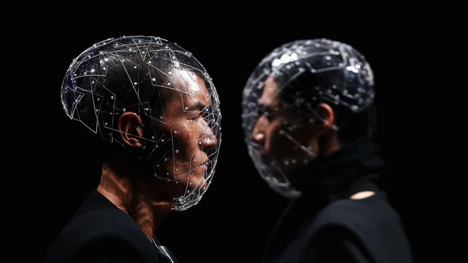 Modelos apresentam criações da grife coreana Vantvaart, no Salão de Banquetes do Hotel Beijing, em Pequim, China