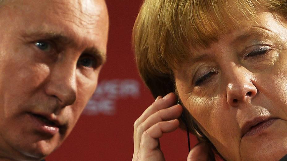 Presidente russo, Vladimir Putin e a chanceler alemã, Angela Merkel visitam a Hanover Fair, maior feira do mundo de comércio industrial, Alemanha