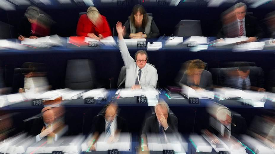 Membros do Parlamento Europeu participam de uma sessão de votação em Estrasburgo, na França