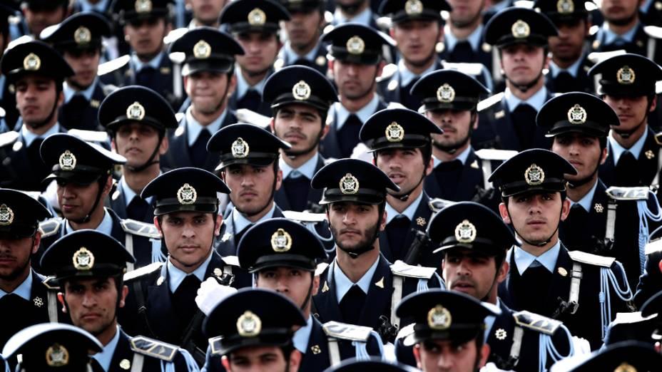 Força Aérea iraniana durante desfile do Dia do Exército, em Teerã, no Irã