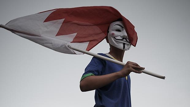 No Bahrein, manifestante contra o próximo GP de Fórmula 1 no país à margem de uma manifestação anti-regime, em apoio de ativistas políticos detidos na prisão de Jid Ali, nordeste da Isa Town