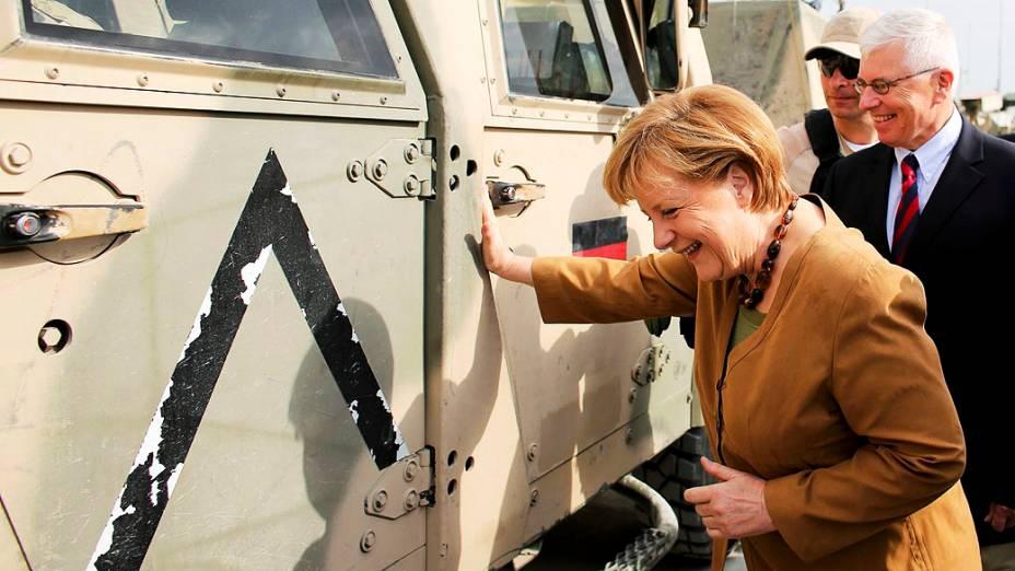Chanceler alemã, Angela Merkel,visita exército alemão Bundeswehr em Kunduz, no Afeganistão