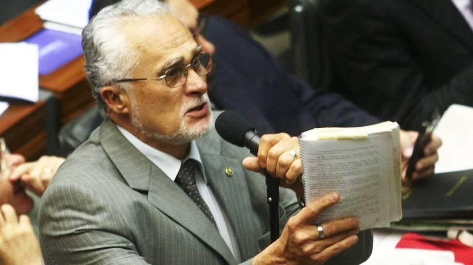 Deputado condenado no julgamento do mensalão, José Genoino falou durante sessão para votar MP dos Portos