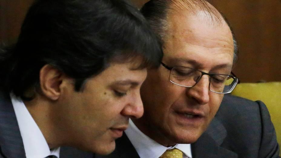O Prefeito de São Paulo, Fernando Haddad, o governador de São Paulo, Geraldo Alckmin durante lançamento da consulta pública do edital da linha-18 do Metrô, no Palácio dos Bandeirantes