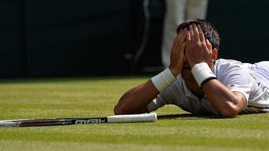 Tenista servo Novak Djokovic superou o argentino Juan Martin Del Potro, em Wimbledon para chegar à final contra Murray