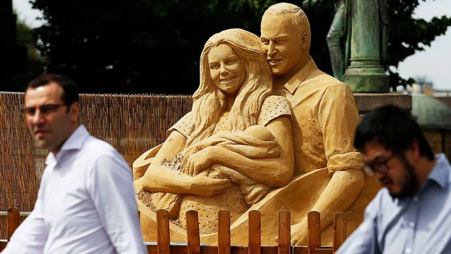 Kate Middleton, Príncipe William e o filho George ganharam uma homenagem em forma de escultura de areia em Londres, feita pelas artistas Nicola Wood e Susanne Ruseler