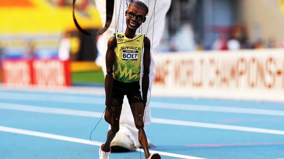 Boneco do jamaicano Usain Bolt, no estádio Luzhniki, em Moscou, na Rússia