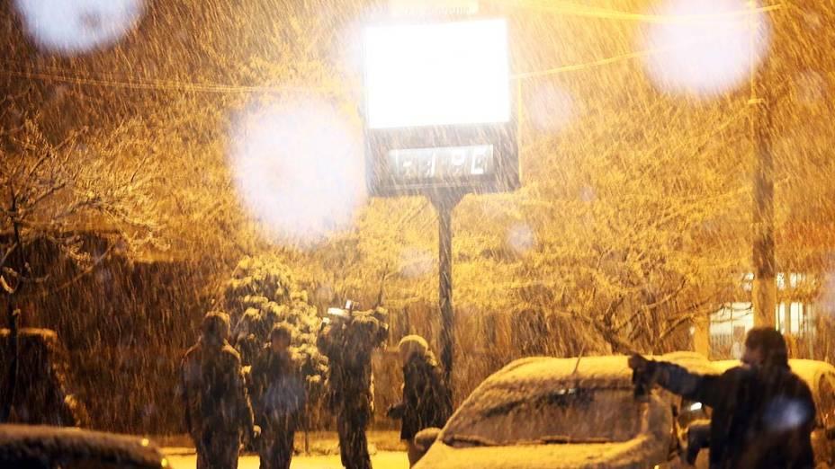 A neve voltou a colorir de branco a cidade de São Joaquim, na serra de Santa Catarina, nesta terça-feira (27)