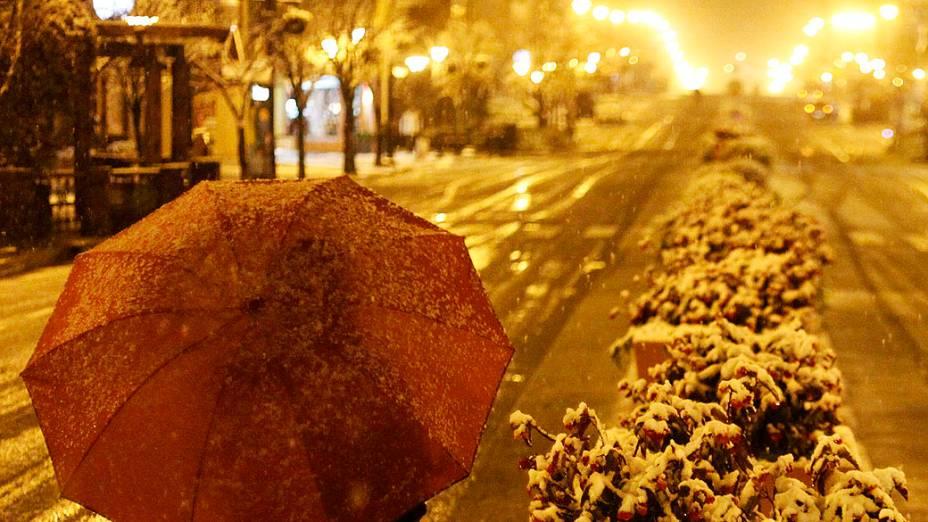 Neve na cidade de Gramado, Rio Grande do Sul, nesta madrugada, 27. Vários municípios da serra gaúcha registraram neve