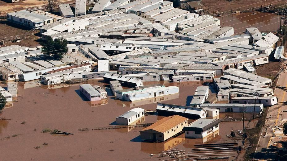 Dezenas de casas foram arrastadas pelas inundações em uma cidade em Weld County, no Colorado