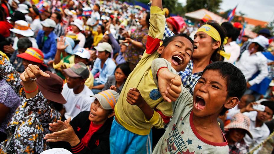 Apoiadores do Partido Nacional do Resgate de Camboja (CNRP) participam do terceiro dia de um protesto no Parque da Liberdade, em Phnom Penh