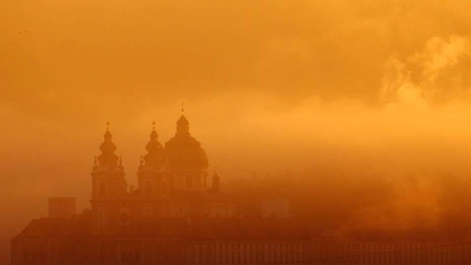 Abadia de Melk através da névoa da manhã da quarta-feira (18), em Melk, na Áustria