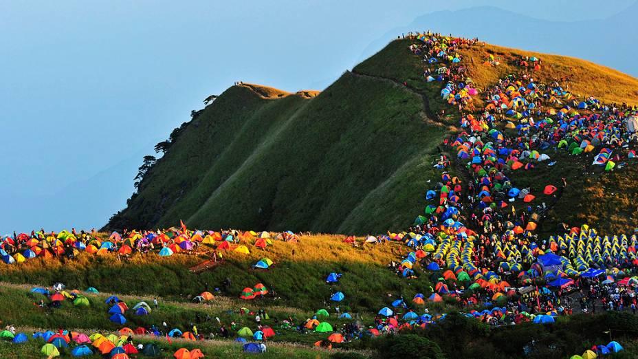 Inúmeras barracas forammontadas no Monte Wugongshan de Pingxiang, na província de Jiangxi, na China durante o Festival Internacional Camping