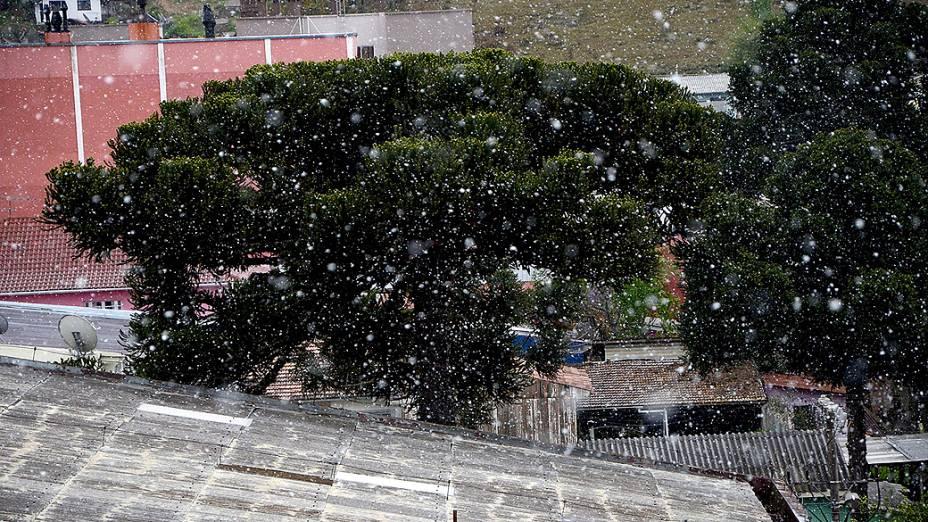 A cidade de São Joaquim (SC) registrou neve em plena primavera na tarde desta terça-feira (24)
