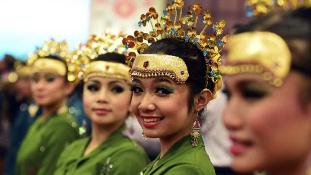 Recepcionistas no jantar da ASEAN (Associação de Nações do Sudeste Asiático), em Brunei