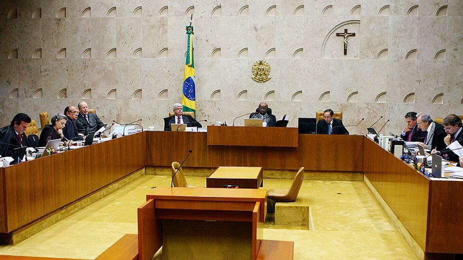Ministros do STF (Supremo Tribunal Federal) durante sessão para julgar os recursos dos 13 réus que não tem direito aos embargos infringentes no processo do mensalão, nesta quarta-feira (13)