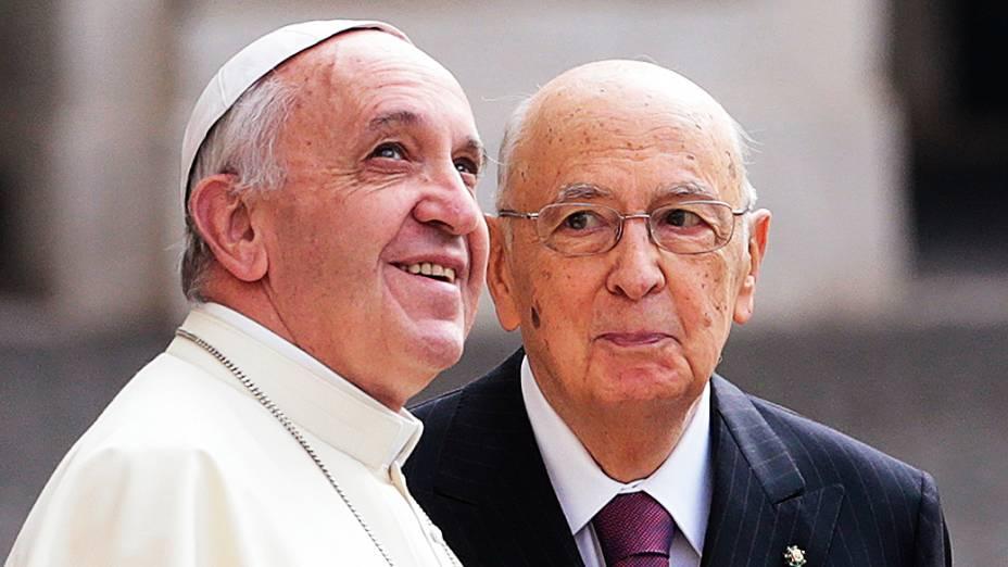 Papa Francisco e o presidente italiano Giorgio Napolitano participam de uma reunião no Palácio do Quirinal, em Roma