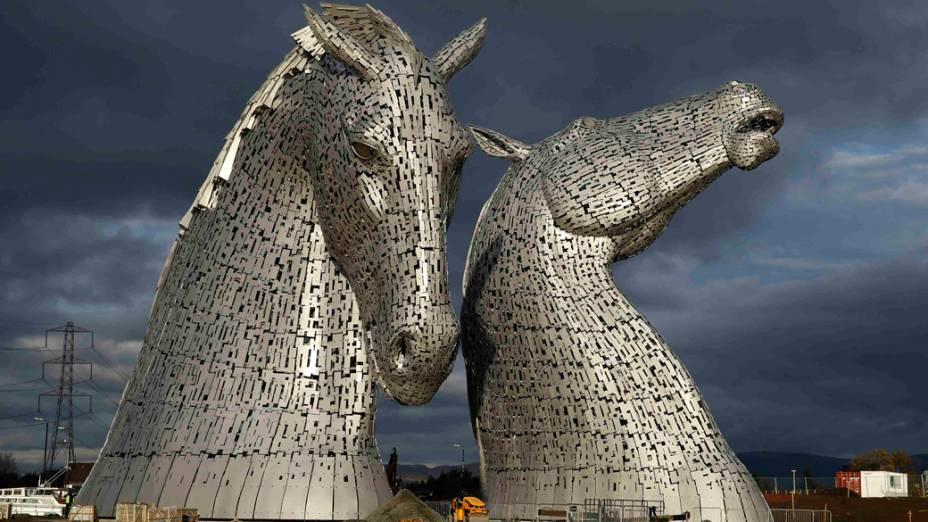 O Kelpies, escultura de 30 metros de altura do artista Andy Scott é vista em Falkirk, na Escócia