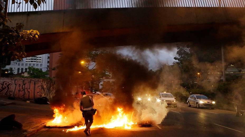 Manifestação na Avenida Rebouças contra o fechamento de um ambulatório médico público no bairro da Lapa, em São Paulo