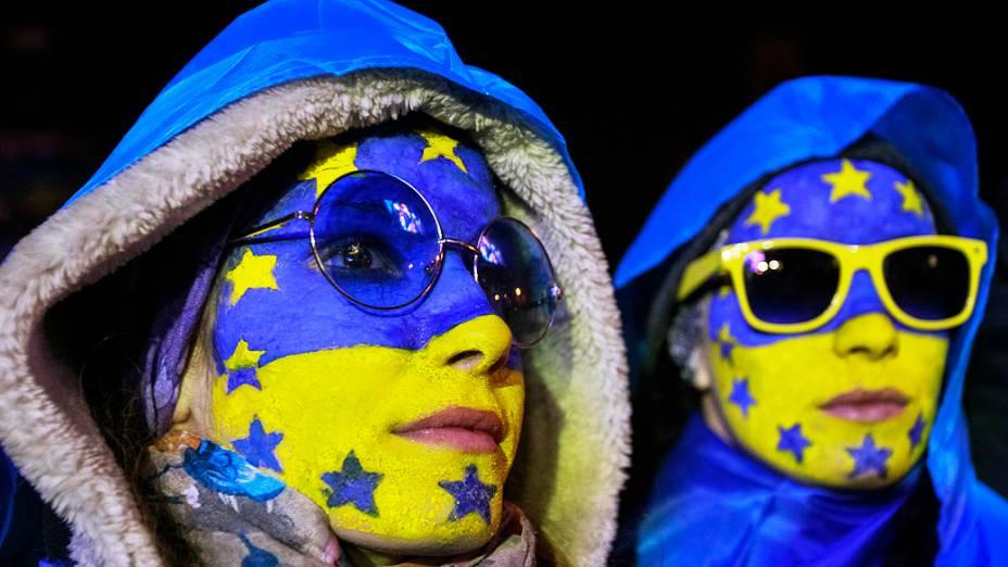 Apoiadoras da integração da Ucrânia à União Européia participam de um comício na Praça da Independência, em Kiev