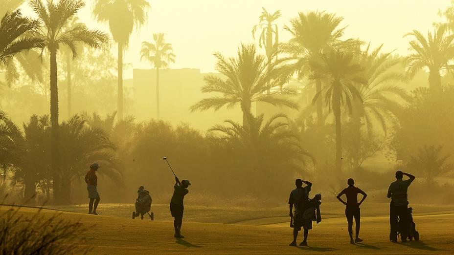 Sahra Hassan do País de Gales participa do Omega Dubai Ladies Masters, no Emirates Golf Club, em Dubai, nos Emirados Árabes Unidos