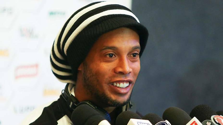 O jogador Ronaldinho Gaúcho do Atlético MG, durante entrevista coletiva no Hotel La Selman em Marraksh, no Marrocos, nesta terça-feira (17)