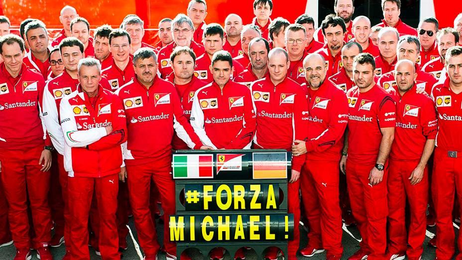 Ferrari divulga imagem da homenagem realizada por membros da equipe em Jerez de la Frontera, em apoio a Michael Schumacher, que permanece em coma após um grave acidente de esqui no mês passado
