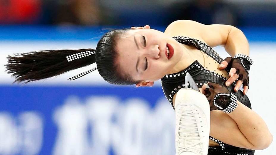 A japonesa Akiko Suzuki no Grande Prêmio de Patinação em Sochi, na Rússia