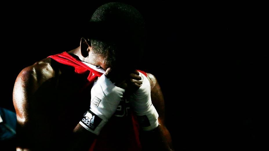 O boxeador Jamel Herring, dos Estados Unidos, após ser derrotado por Daniyar Yelessinov, do Cazaquistão, em 31/07/2012
