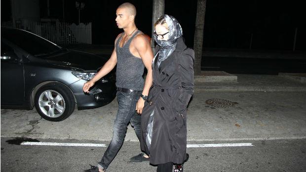 Madonna passeia com o namorado, Brahim Zaibat, no Rio de Janeiro