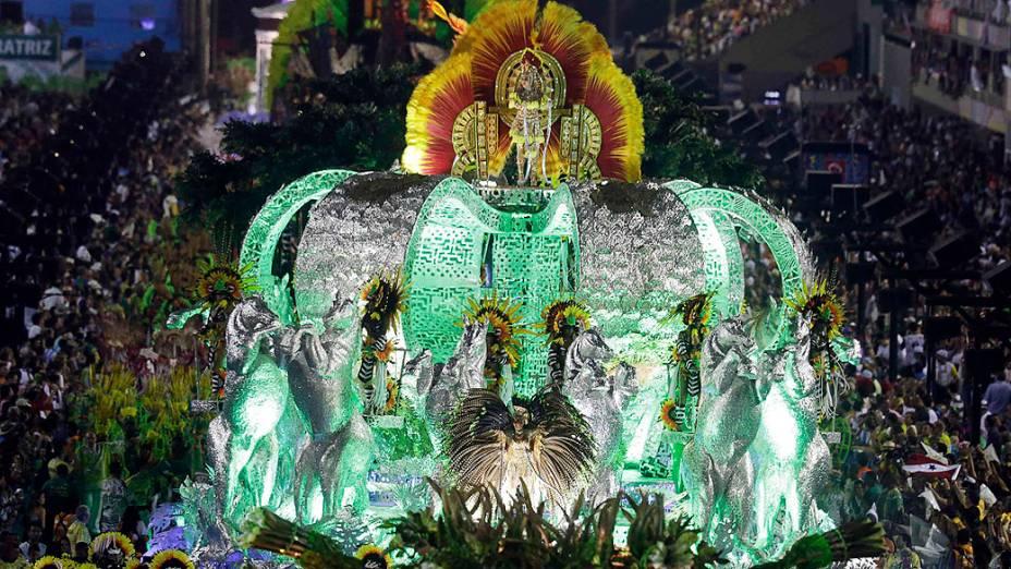 Carro alegórico durante desfile da Imperatriz Leopoldinense