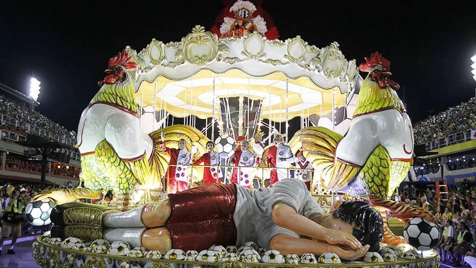 Desfile da Imperatriz Leopoldinense homenageou o ex-jogador Zico na segunda noite do carnaval carioca