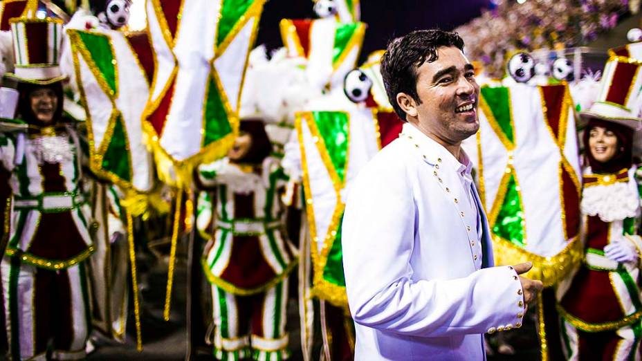 O ex-jogador Deco durante desfile da Imperatriz Leopoldinense, na Marquês de Sapucaí na segunda noite do carnaval carioca