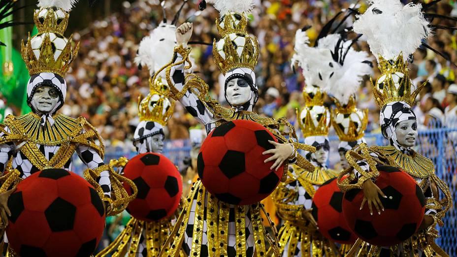 Desfile da escola de samba Imperatriz Leopoldinense pelo grupo especial, na Marquês de Sapucaí no Rio de Janeiro (RJ), na madrugada desta terça-feira (04)