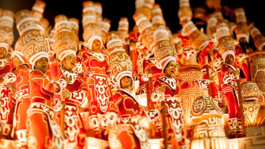 Integrantes durante desfile da Imperatriz Leopoldinense durante desfile na Marquês de Sapucaí