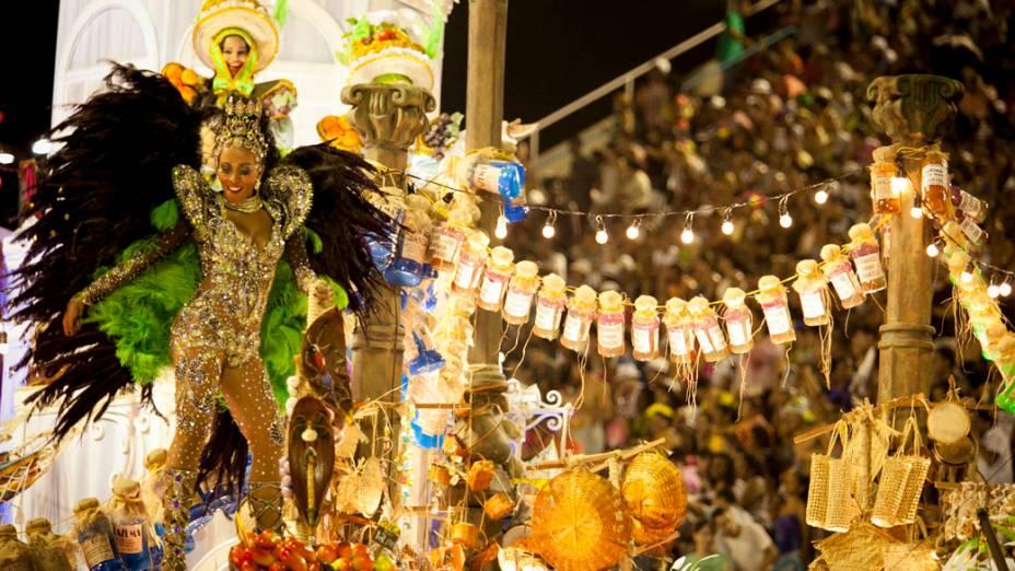 Destaque da Imperatriz Leopoldinense durante desfile na Marquês de Sapucaí