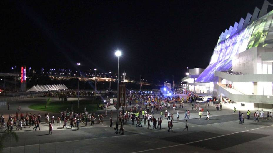 A torcida chega para o primeiro jogo da Arena Pernambuco, entre Náutico e Sporting