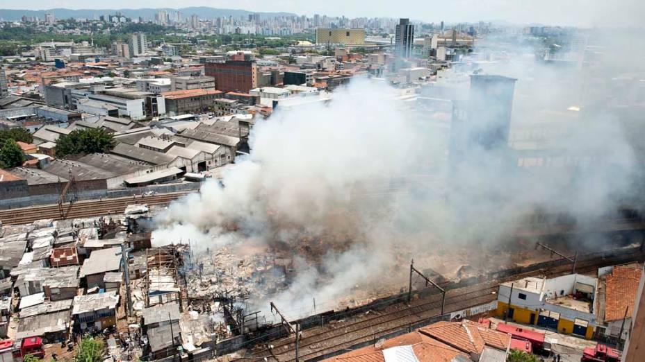 Incêndio na favela do Moinho, região central de São Paulo