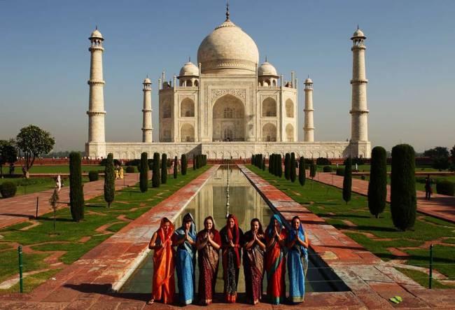 O monumento Taj Mahal em Agra, na Índia