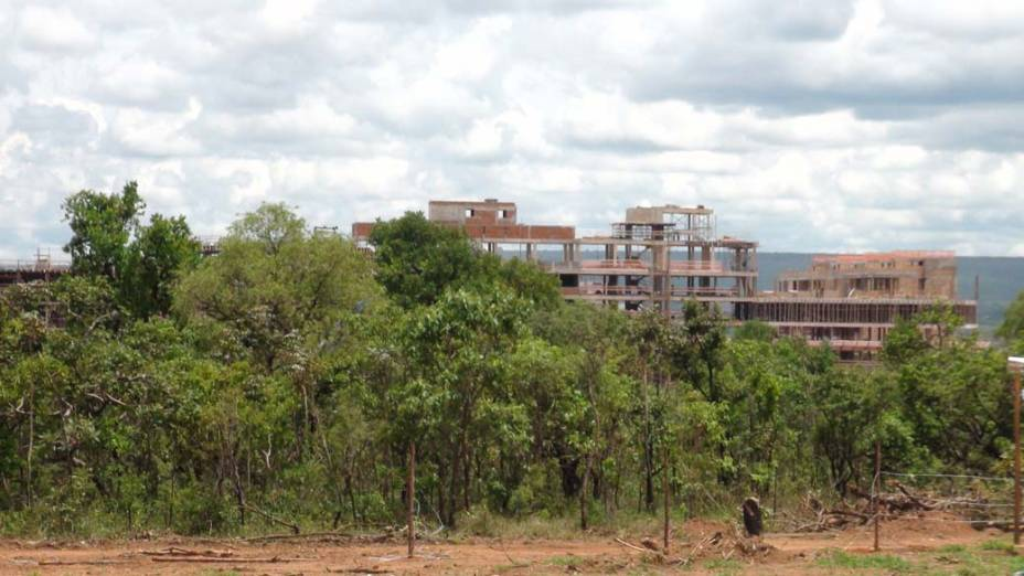 A vegetação nativa vai, aos poucos, sucumbindo às obras do novo bairro