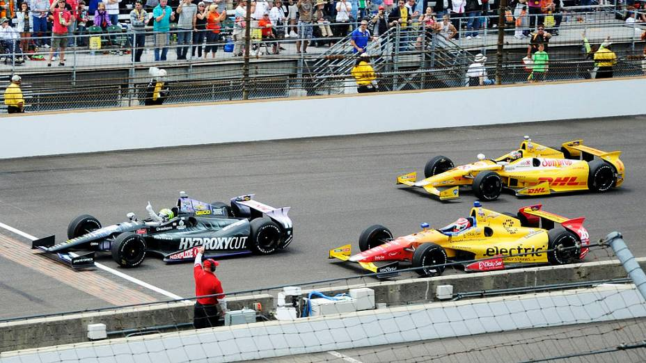 Tony Kanaan comemora depois de vencer em Indianapolis pela Indy 500
