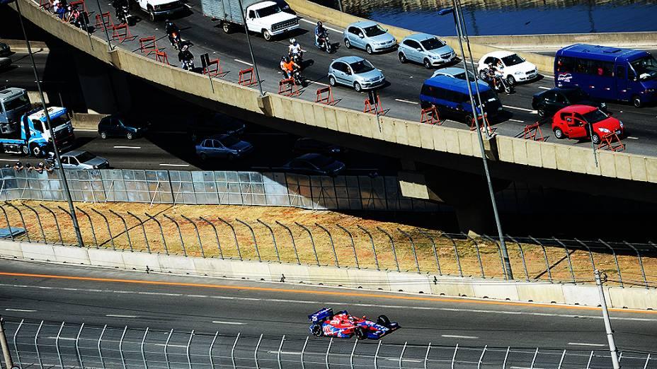Os carros da Fórmula Indy vão para a pista em São Paulo neste sábado (04) para os treinos livres e de classificação