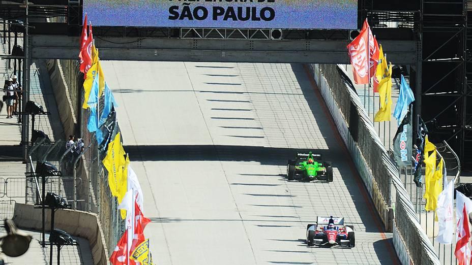 Pilotos durante treino de classificação para Indy 300 no Anhembi em São Paulo