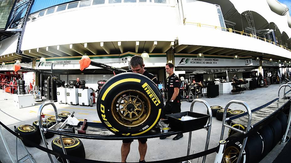 O trabalho nos boxes e área de paddock do Autódromo de Interlagos
