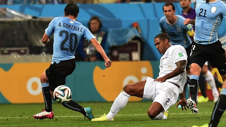 Lance no jogo entre Uruguai e Inglaterra no Itaquerão, em São Paulo